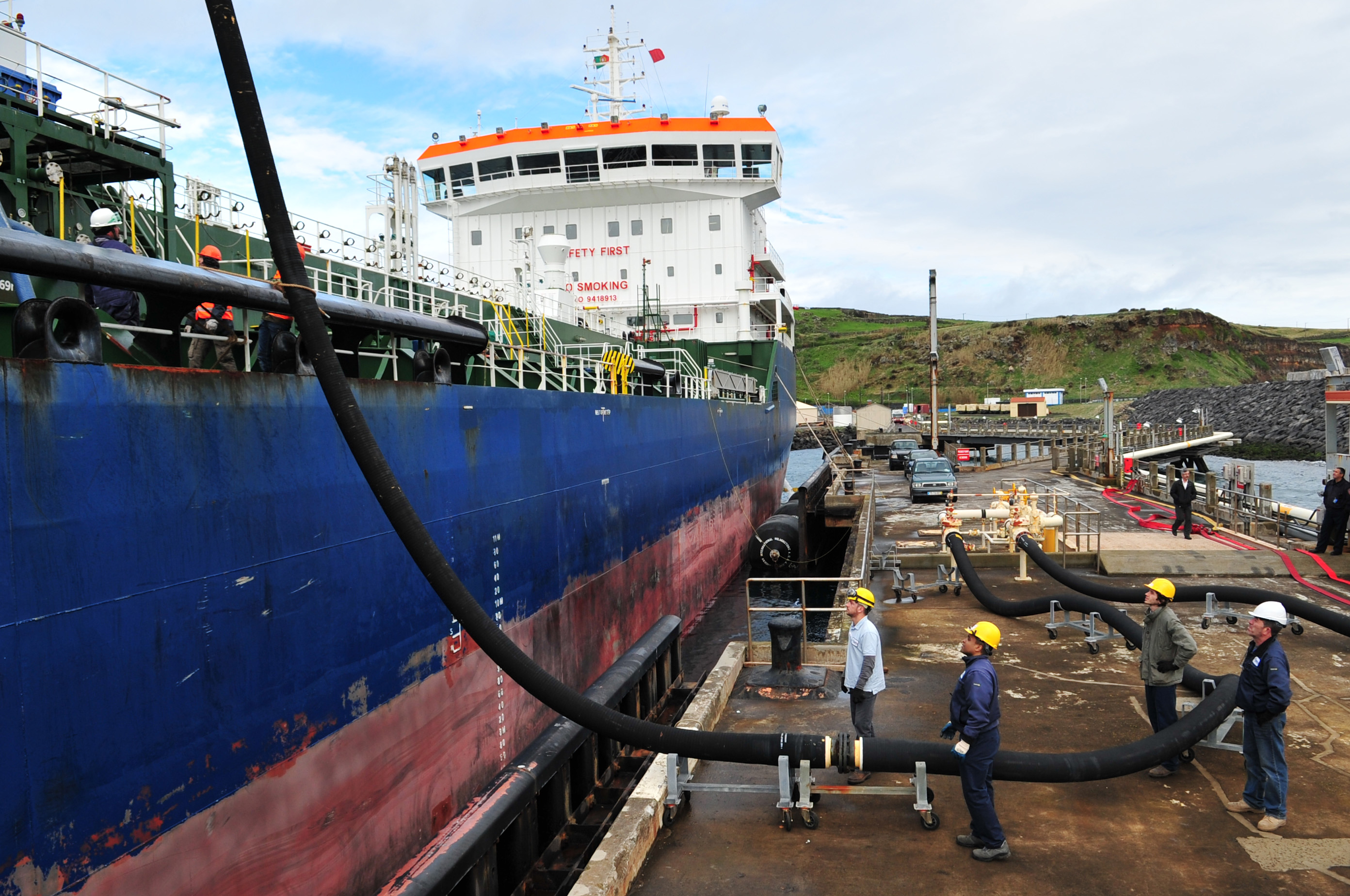 Lajes receives large shipment of fuel